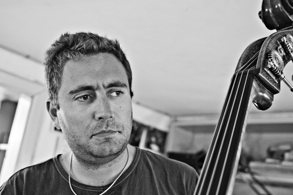 Thomas Fonnesbæk, bass